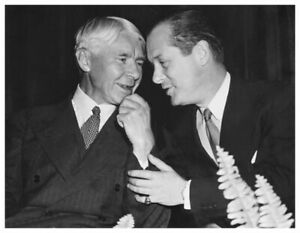 ROBERT MONTGOMERY WITH CARL SANDBURG FAMOUS POET CANDID PHOTO