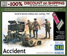 """Master Box 3590  """"Accident""""  Soviet & German Soldiers Figures  Scale 1/35"""
