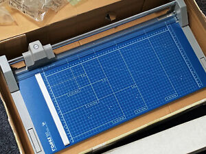 """Dahle 552 Professional Rotary Trimmer, 20"""" Cut Length, 20 Sheet Capacity Unused"""