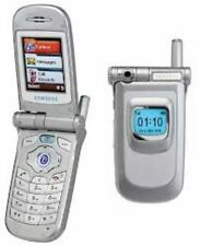 SAMSUNG V200 FLIP MOBILE PHONE - UNLOCKED WITH A NEW HOUSE CHARGER AND WARRANTY.