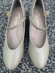 New Capezio Character Tan Shoes. Capezio Size 6M - UK 4