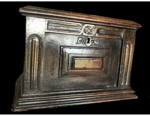 FINE Antique 17thC EARLY ENGLISH  Oak Carved Box - Geometric Design. DARK Patina