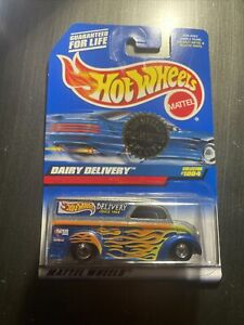 Hot Wheels Trailer Edition Special Dairy Delivery #1004 1999 Die Cast Real Rider