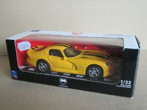 2411 5/12ft New-Ray 1996 Dodge Viper GTS Coupé Yellow 1:3 2+ Box