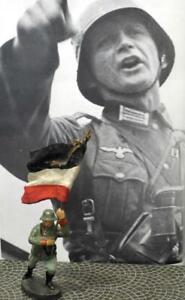 Scarce-GermanSoldier-Chargew/Reichswehr CompositionFlag-Elastolin-Lineol-Hausser