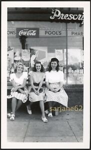 PRETTY YOUNG WOMEN in DRESSES OUTSIDE DRUG STORE & COCA COLA SIGN VINTAGE PHOTO