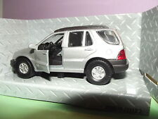 Mercedes Benz ML --Maisto--1:43--Mit Rückzugsmotor--Mit Orginal Verpackung --
