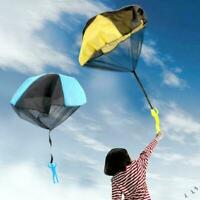 Outdoor Mini kids Educational Funny Toy Playing Hand Throwing Parachute C7I1