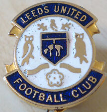 LEEDS UNITED Vintage 1970s club crest type badge Brooch pin In gilt 24mm x 27mm