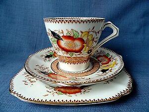Set Vintage Porcelain Tea Cup & 2 Saucers Bell China England
