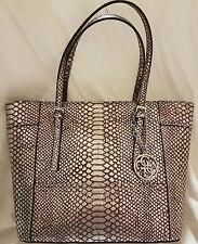 BRAND NEW GUESS  Classic Tote