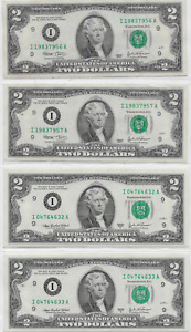 Collection of four $2 bills; Two Pairs of SEQUENTIAL Twos; Lot T920ᴙ2