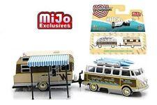 GREENLIGHT 1/64 VOLKSWAGEN SAMBA BUS & 1964 WINNEBAGO 216 TRAVEL TRAILER 51114-B