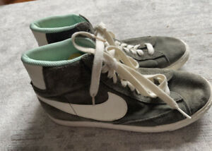 Nike Blazer Mid Suede Trainers Olive Green/White Size 7.5