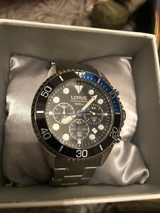 LORUS mens watch brand new has box, papers and links