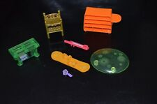 POLLY POCKET - VARIOUS ACCESSORIES INCLUDING SKIS AND KEYBOARD - L107