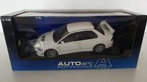 77162 1/18 Autoart Mitsubishi Lancer EVO VII Street Car White Rare