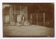 PHOTO ANCIENNE Homme Chasseur Chien de chasse Chenil Vers 1900