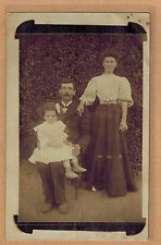Carte Photo vintage card RPPC famille homme femme fillette mode fashion kh055