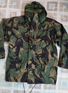 Mens Army Military Green Camouflage Waterproof Jacket - Size Medium 180 / 96