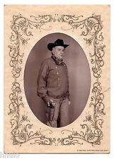 B400 Photo vintage portrait Homme cow boy déguisement révolver chapeau