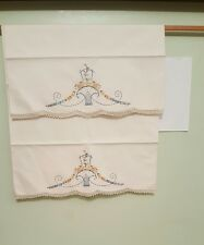 2 VTG EMBROIDERED MULTI COLOR DAISIES BASKET WHITE TUBE PILLOWCASES TATTED EDGE
