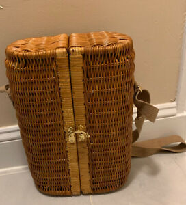 Portable Wicker Wine Basket with Wine Opener, Stopper and Napkins