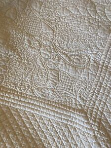 Pottery Barn Queen Size Ivory Quilt Scallop Edge Heavy Quilting EUC