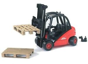 Bruder Toys 02511 Pro Series Linde H30D Forklift inc 2 Pallets - Toy Model 1:16