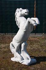 Pferd steigend Mittel für Garten & Reithof frostsicher