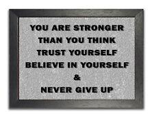 Niemals aufgeben inspirierende Zitat Leben Motivation Poster schöne Grau Foto