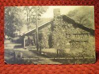 1940'S. FIRESIDE INDUSTRY CABIN, HINDMAN SCHOOL. HINDMAN, KY POSTCARD I8
