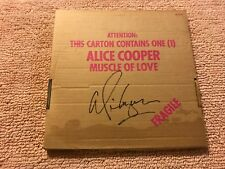 Signed ALICE COOPER  MUSCLE OF LOVE  record album LP !!