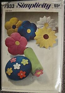 Vintage 1968 Simplicity Hippie Floral Novelty Throw Pillows Pattern #7933