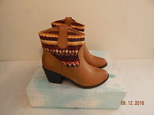 Womens boots Maurices Mid Size 8 Tan Nice Leather Look