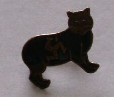 VINTAGE ISLE OF MAN TT BLACK MANX CAT PIN BADGE