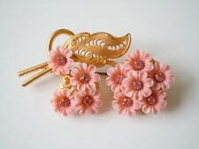 Goldfarbene Modeschmuck Brosche mit Strass Steinen Blumenform Kunststoff 8,1 g