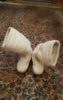 000 Womens Size 9 Off White Winter Boots