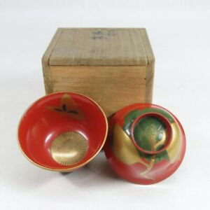 D0389: Japanese old lacquer ware pair of SAKE cup with wonderful MAKIE w/box