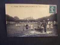 CPA - ( 55 - Meuse )  - Varennes  - Place Verte  - Ancien Château Féodal  - 1907