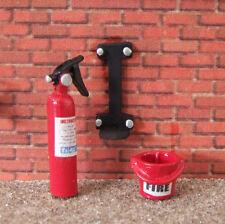 1:32 SCALE FIRE EXTINGUISHER SET FARM DIORAMA BRITAINS SIKU WM045