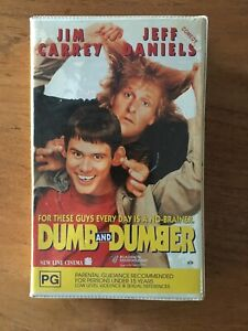 VHS Dumb and Dumber Video large Clamshell original Roadshow release ex rental