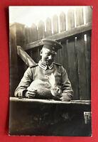 Militär Foto AK 1. WK deutscher Soldat mit Kaninchen Hase Typen ( 63615