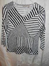 Chico's Black & White Geometric Pattern Size 0 Woman's Top Pull Over 3/4 Sleeve