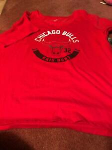 CHICAGO BULLS LADIES KRIS DUNN SHIRT SIZE 2X 2 SIDED, - NEW.