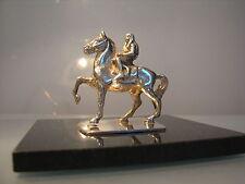 Plata Miniatura Figura De Lady Godiva desnuda a caballo, en mármol negro.