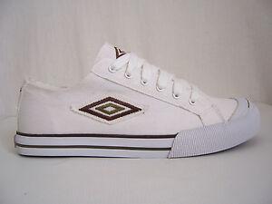 Chaussures homme Umbro neuves toile canvas Solok pointure 44 coloris blanc