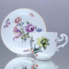 Meissen um 1740: Tasse mit Holzschnitt Blumen, Kaffeetasse, Rocaillen Henkel cup