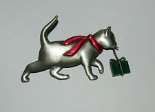 Christmas New Artifacts Brand Jewelry Cat Holding Present Pin Scarf