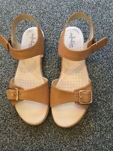 Clarks Leather Tan Sandals Size 7